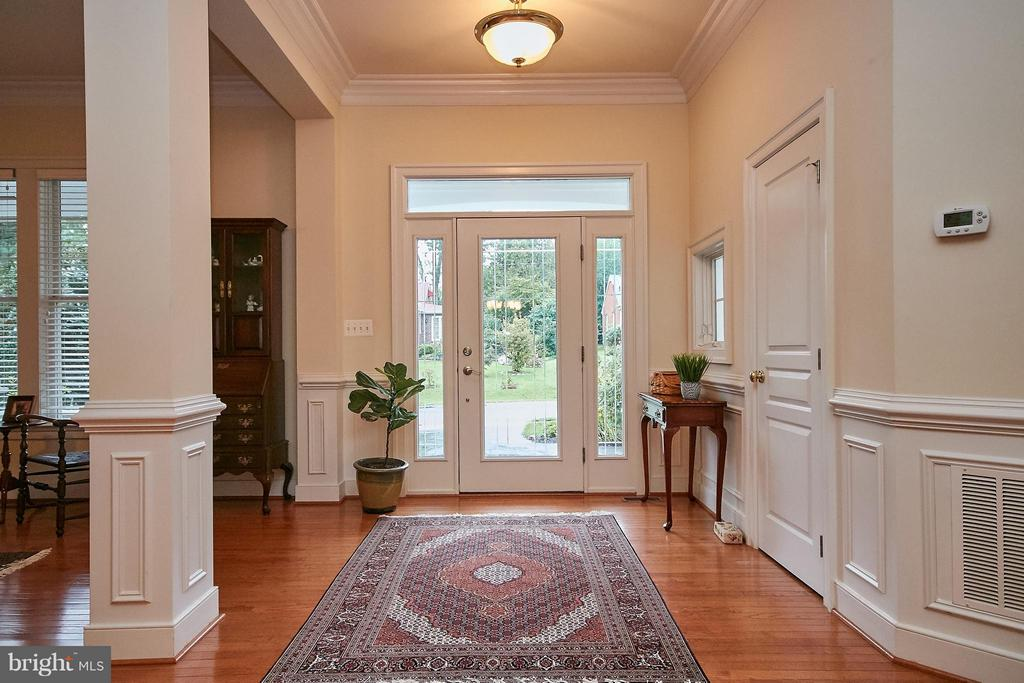 Open Foyer Entry - 7224 FARR ST, ANNANDALE