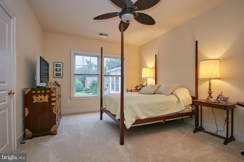 Princess Suite Room - 7224 FARR ST, ANNANDALE
