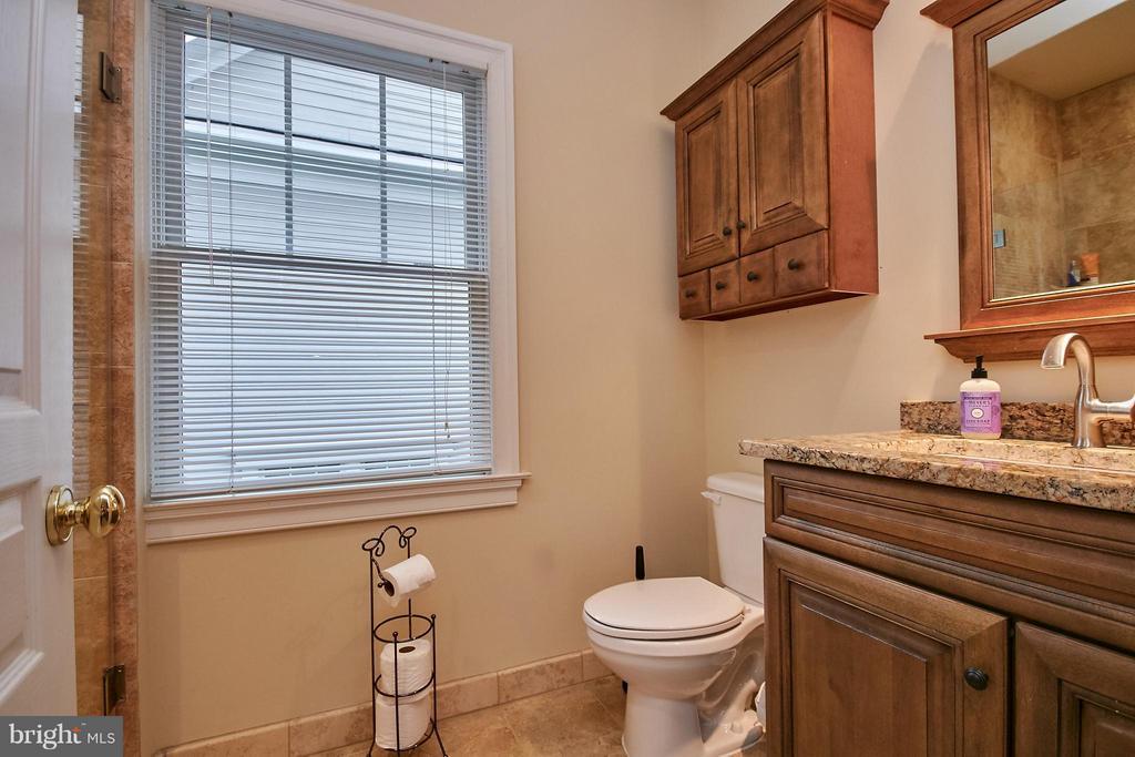 large suite full bath - 7224 FARR ST, ANNANDALE
