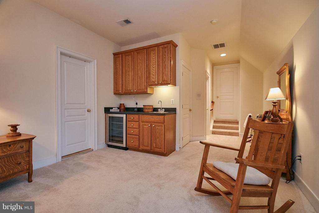 Large suite bedroom- wet bar, walk in - 7224 FARR ST, ANNANDALE