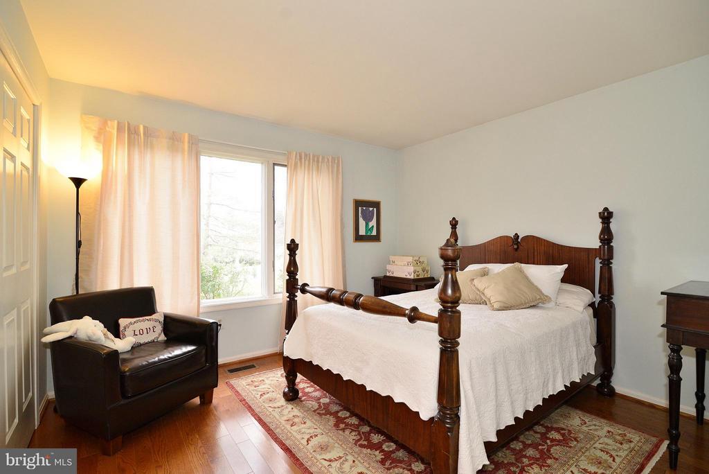 Bedroom 2 (Main Level) - 4555 SHETLAND GREEN RD, ALEXANDRIA