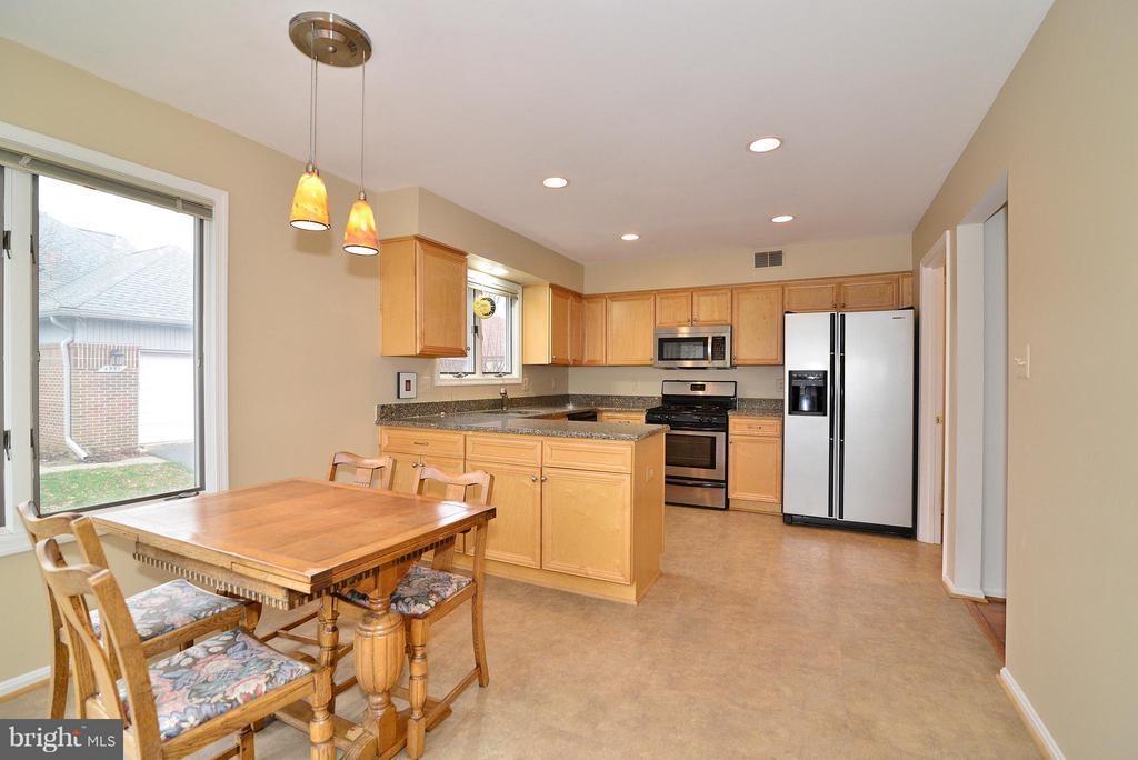 Eat-In Kitchen - 4555 SHETLAND GREEN RD, ALEXANDRIA