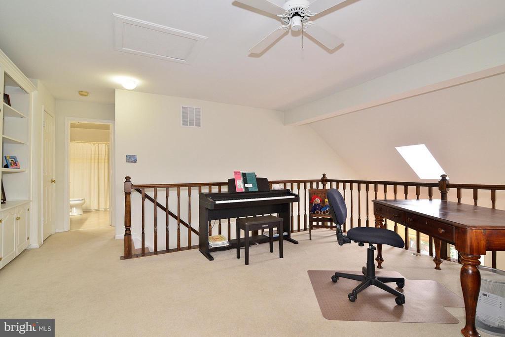 Loft / Family Room - 4555 SHETLAND GREEN RD, ALEXANDRIA