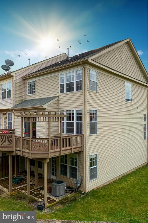 Private End Unit with 2 Level Deck & Patio - 21018 ROAMING SHORES TER, ASHBURN