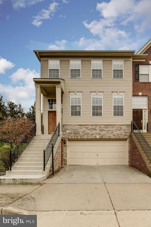 Beautiful Biltmore End Unit Backing to Open Space - 21018 ROAMING SHORES TER, ASHBURN