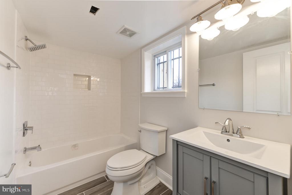 Lower Level Full Bath - 207 UNDERWOOD ST NW, WASHINGTON