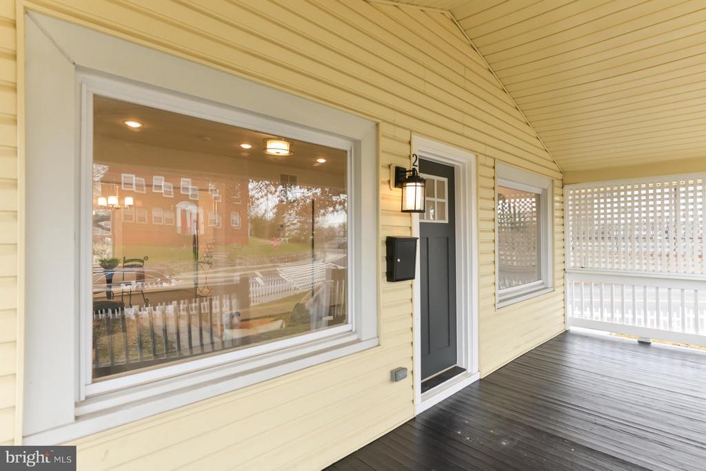 Large picture windows - 207 UNDERWOOD ST NW, WASHINGTON