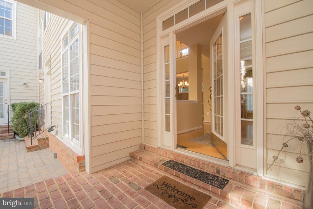 Front Entrance off Courtyard - 21844 WESTDALE CT, BROADLANDS