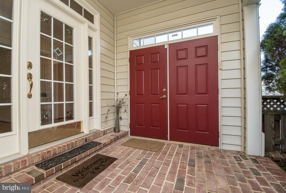 Enclosed Courtyard leading to Front Entrance - 21844 WESTDALE CT, BROADLANDS