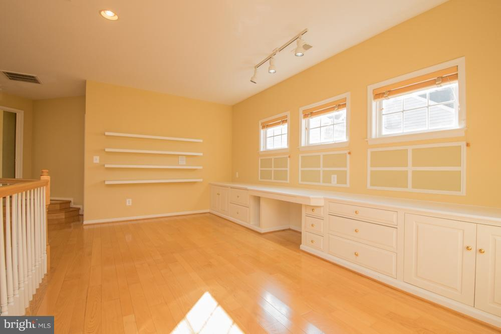 Upstairs has a Spacious Loft with built-ins. - 21844 WESTDALE CT, BROADLANDS