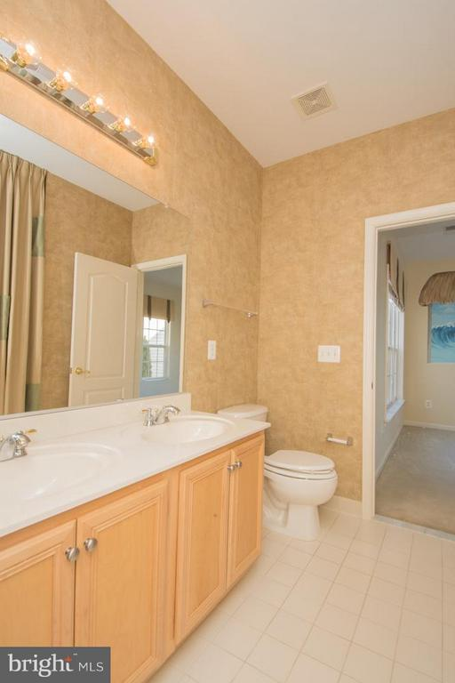 Upper Level Full Bath with dual Vanities. - 21844 WESTDALE CT, BROADLANDS