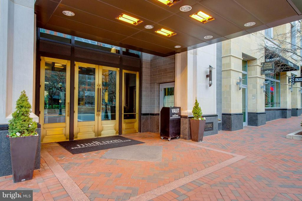 Front door with valet parking and doorman - 11990 MARKET ST #217, RESTON