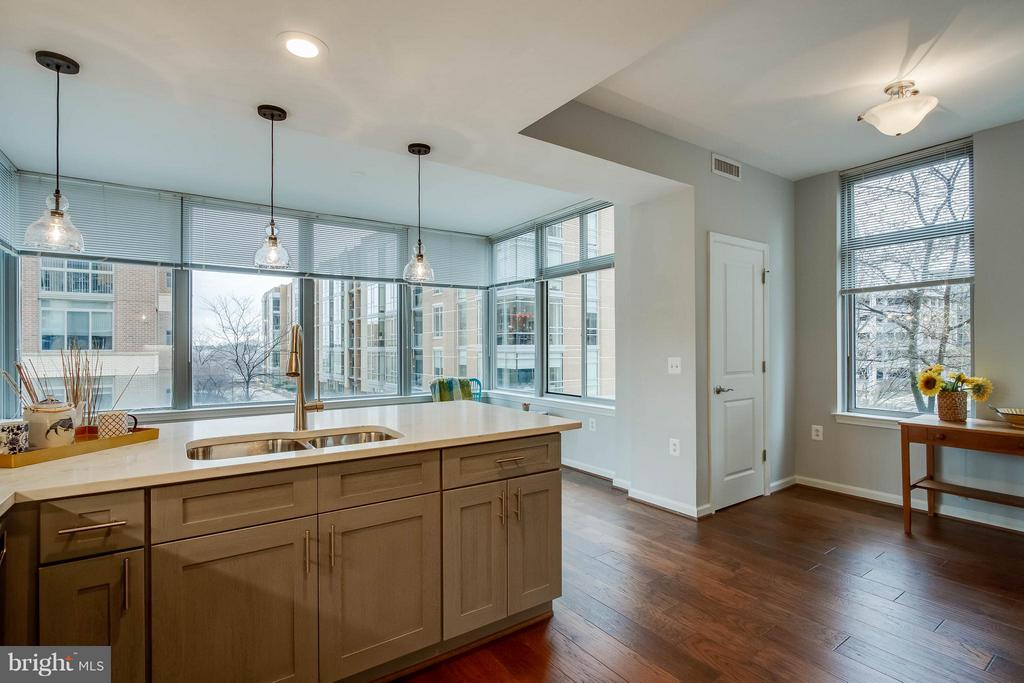 Kitchen Island - 11990 MARKET ST #217, RESTON