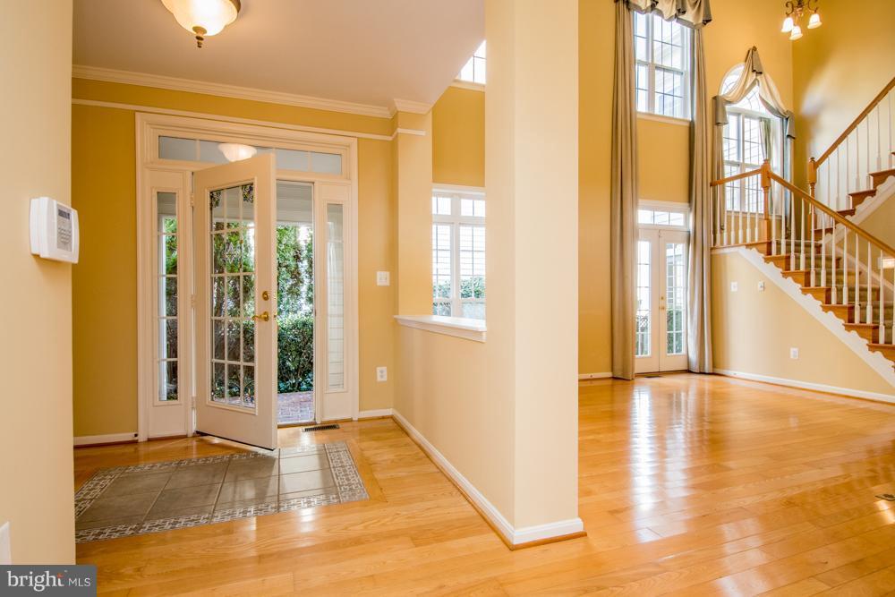 Foyer leading to  Living Room - 21844 WESTDALE CT, BROADLANDS