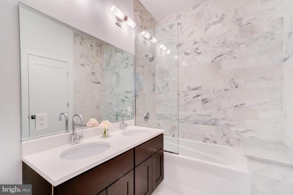 Main Level Full Bath - 3819 14TH ST NW #PH4, WASHINGTON