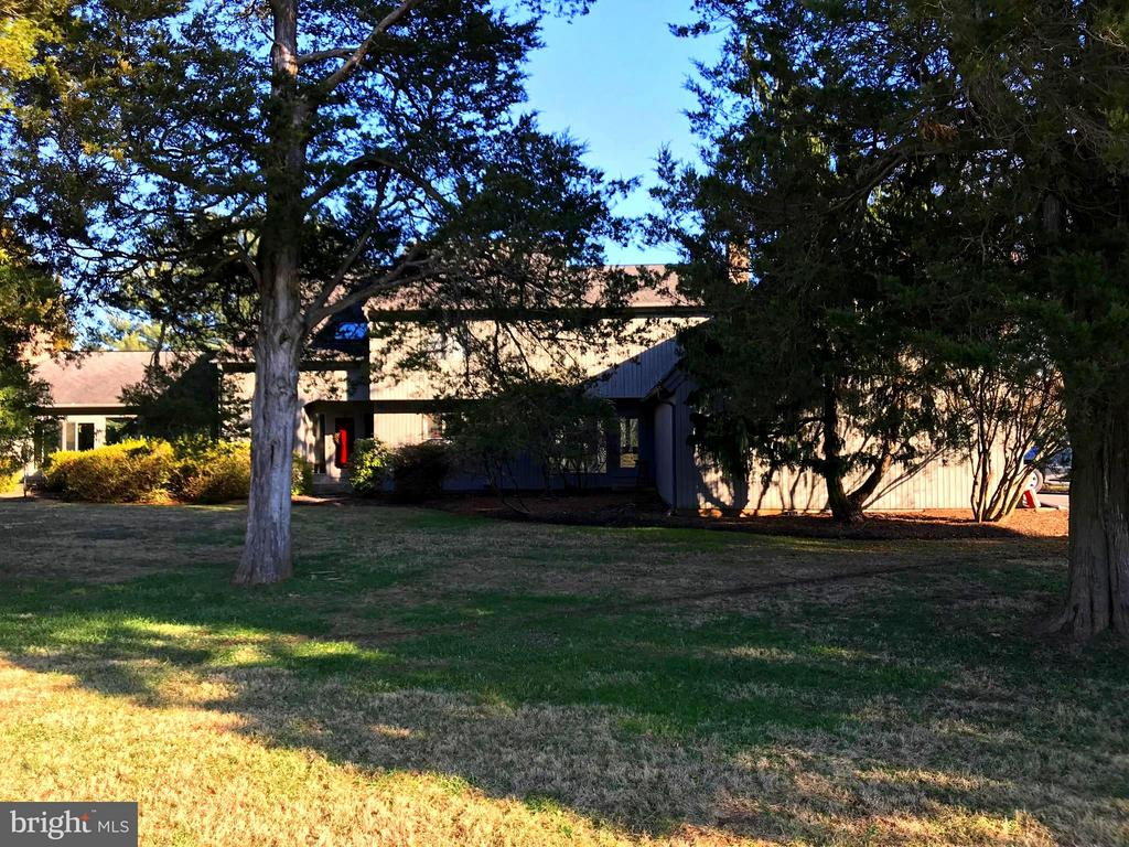 House from the driveway hidden by mature trees - 9421 CORNWELL FARM DR, GREAT FALLS