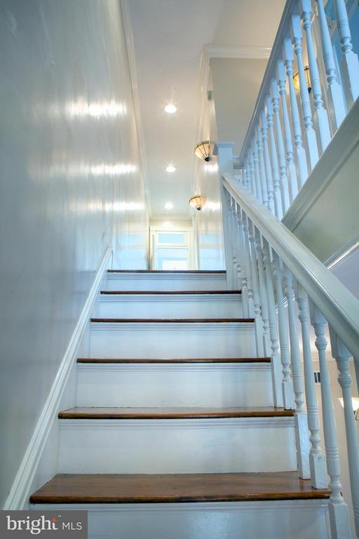 Stairs Up - 1329 N CAROLINA AVE NE, WASHINGTON