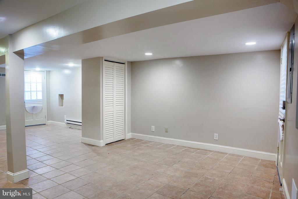 Tiled LL Recreation Room/Den - 1329 N CAROLINA AVE NE, WASHINGTON