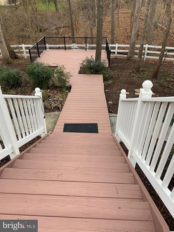 Multi-level deck with a private deck in the woods. - 18403 KINGSMILL ST, LEESBURG