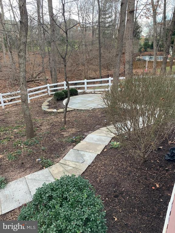 Stone paths to private slate patios in the woods - 18403 KINGSMILL ST, LEESBURG