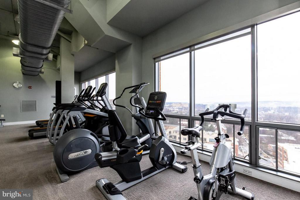 Fitness Center with Incredible Views - 2001 15TH ST N #101, ARLINGTON