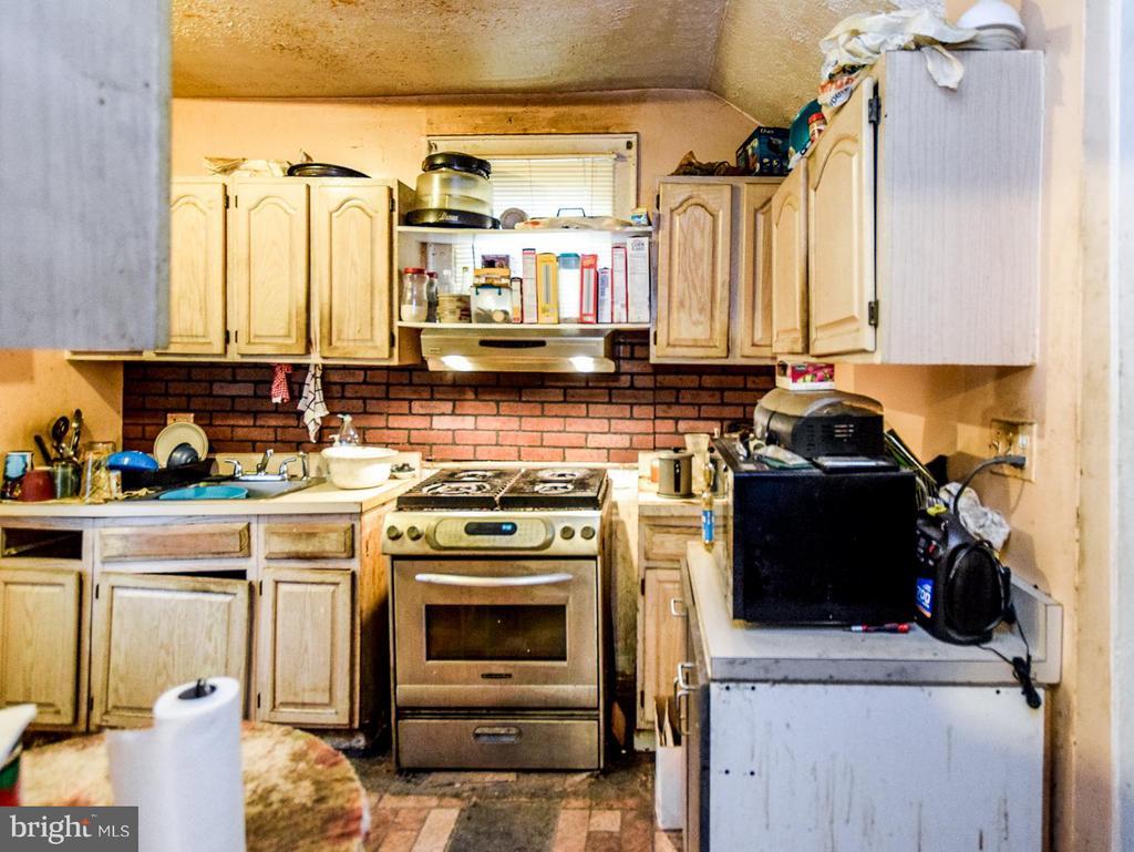 Kitchen - 2207 EVARTS ST NE, WASHINGTON