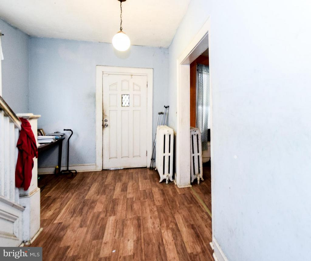Entrance Foyer - 2207 EVARTS ST NE, WASHINGTON