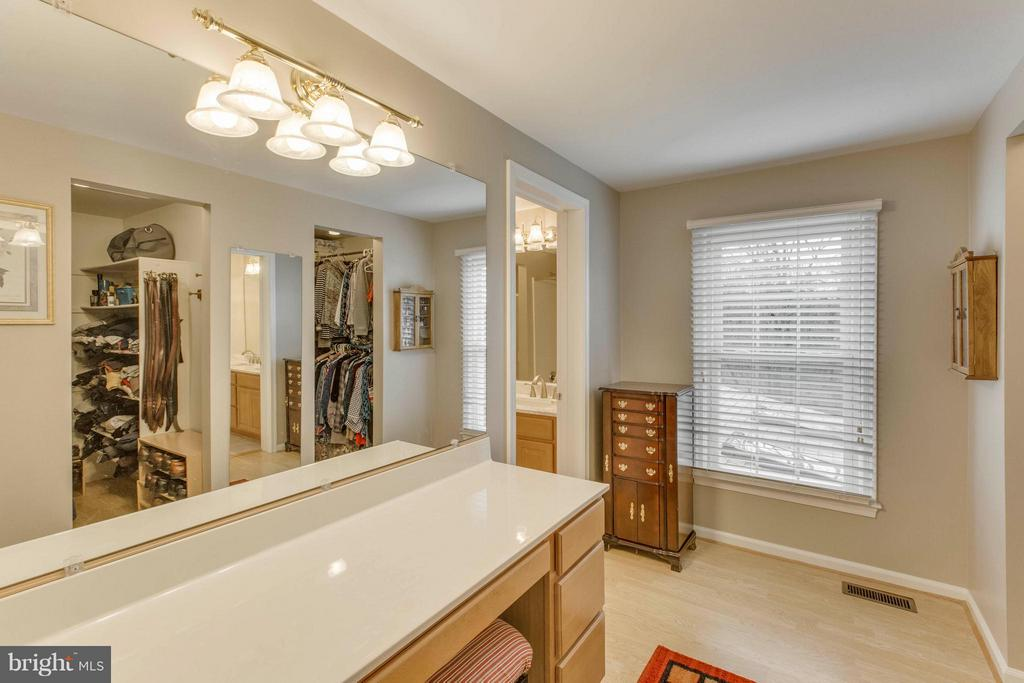 Master bedroom dressing room - 145 PEYTON RD, STERLING