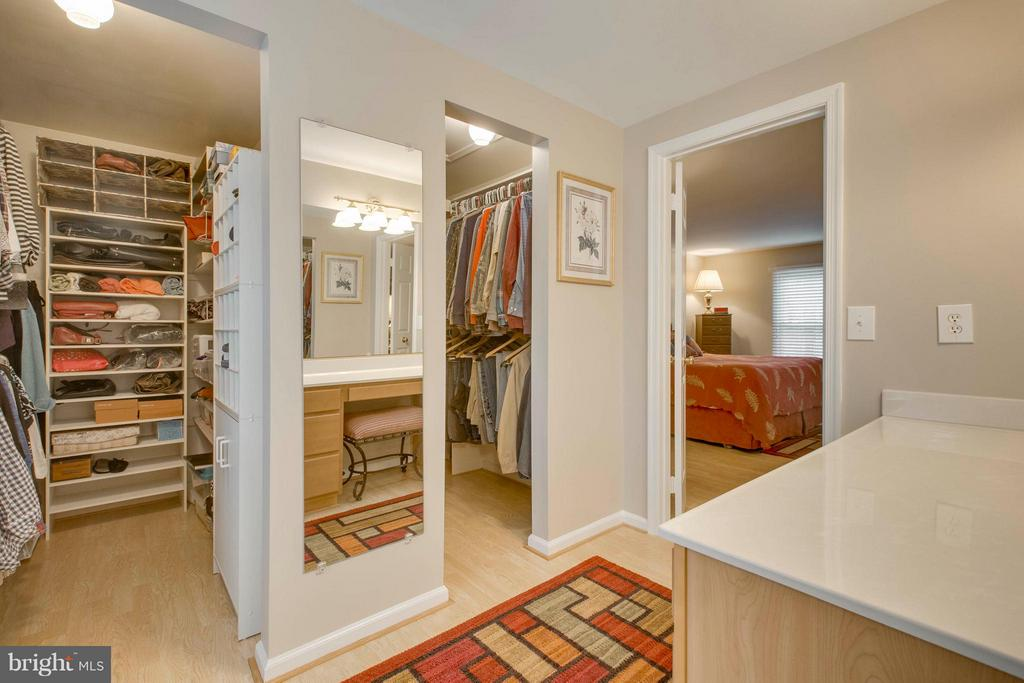 Master bedroom with his and hers walk-in closets - 145 PEYTON RD, STERLING