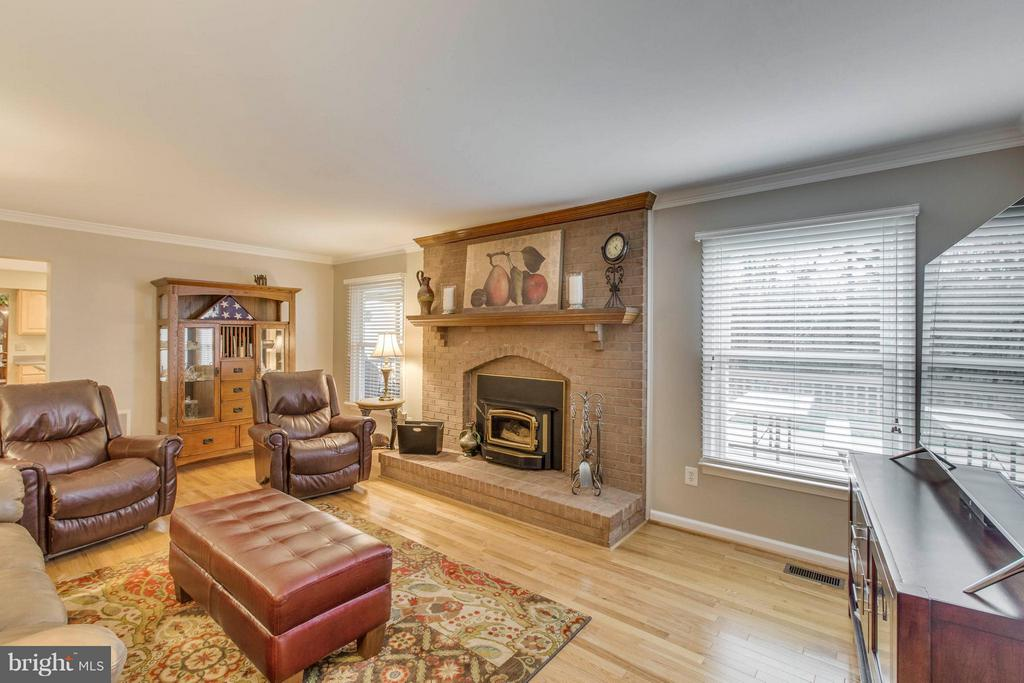 Family room with floor to ceiling brick fireplace - 145 PEYTON RD, STERLING