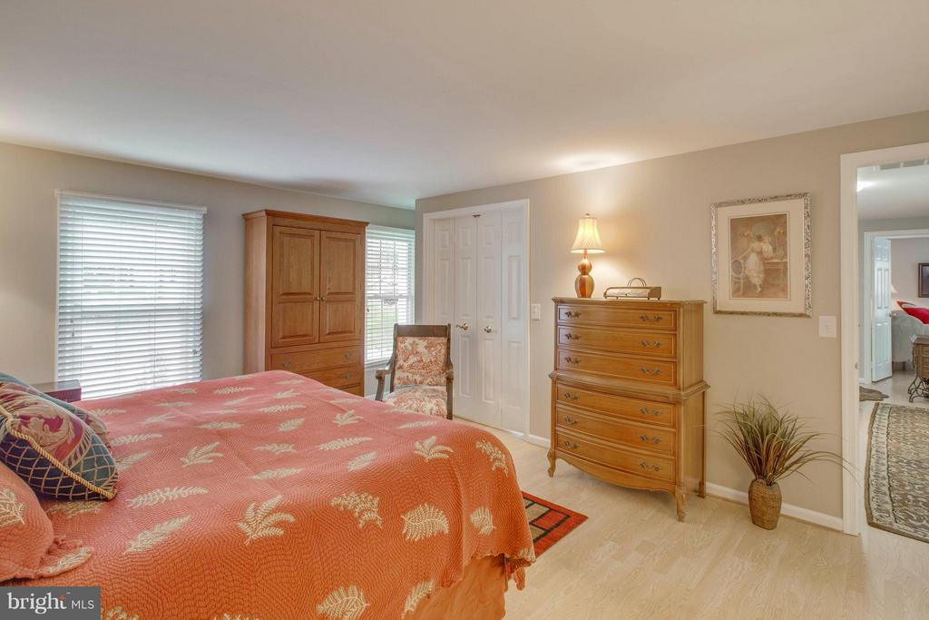 Master bedroom - 145 PEYTON RD, STERLING