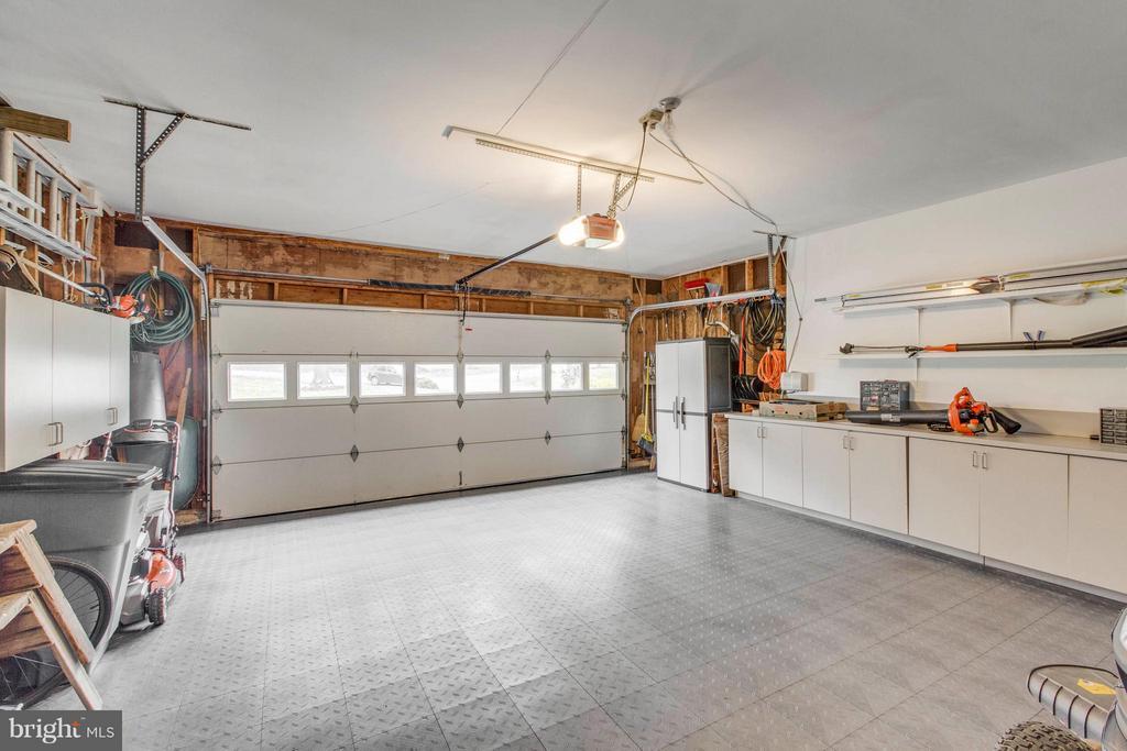 Garage - 145 PEYTON RD, STERLING