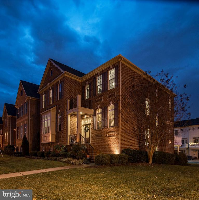 Beautifully situated on corner lot - 164 CROWN FARM DR, GAITHERSBURG