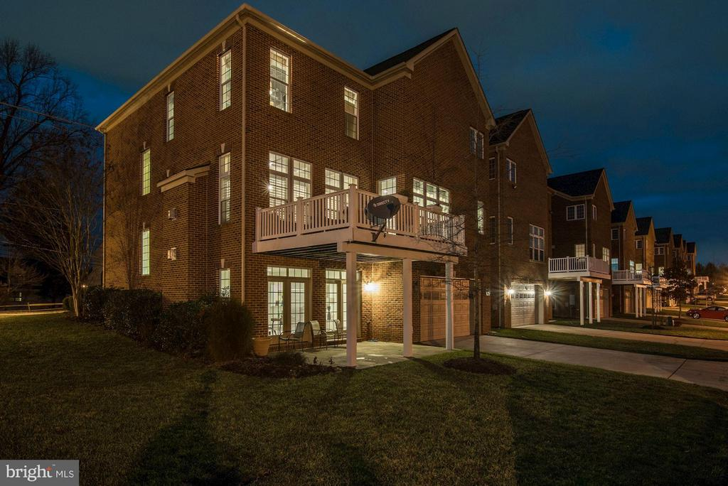 Enjoy tranquil outdoor evening moments on 2 levels - 164 CROWN FARM DR, GAITHERSBURG