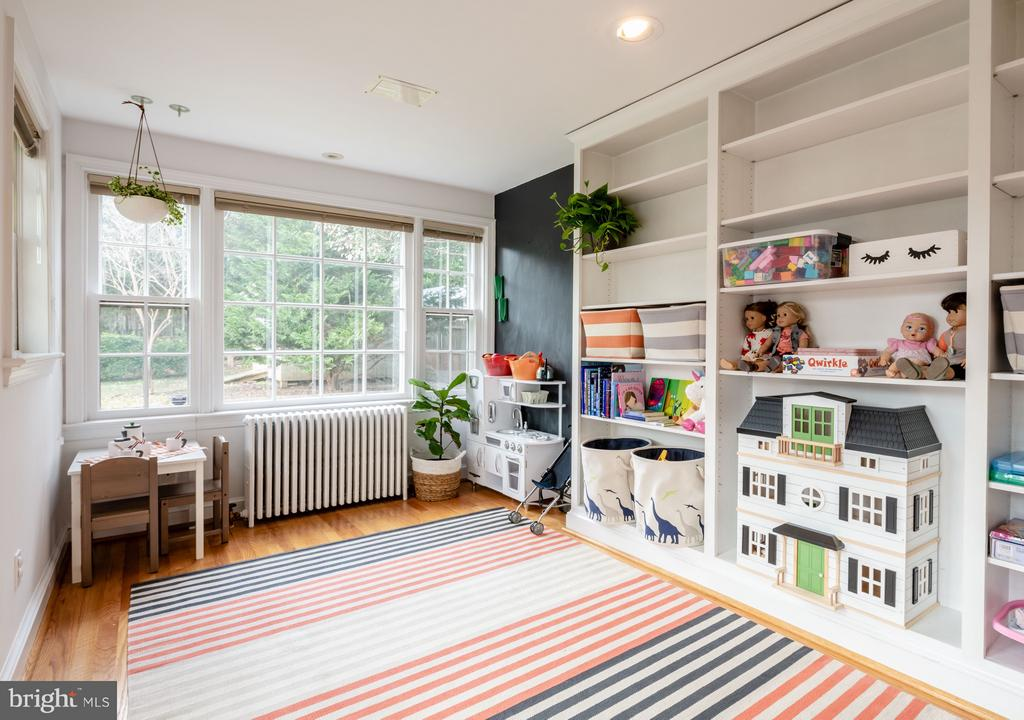 Large sun-filled playroom/office - 6414 15TH ST, ALEXANDRIA
