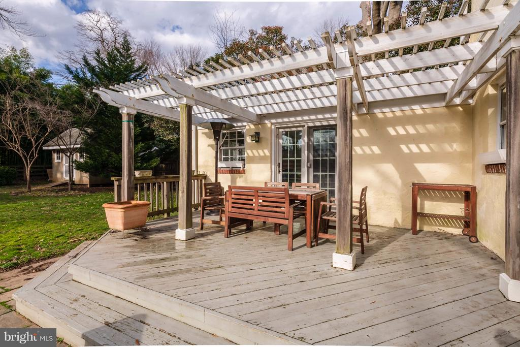 Deck with entrance into sun filled playroom/office - 6414 15TH ST, ALEXANDRIA