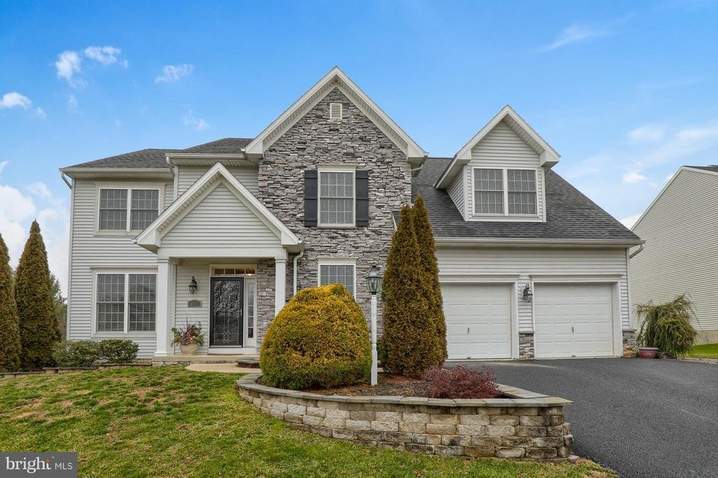 323  SQUIRE LANE, Manheim Township in LANCASTER County, PA 17543 Home for Sale