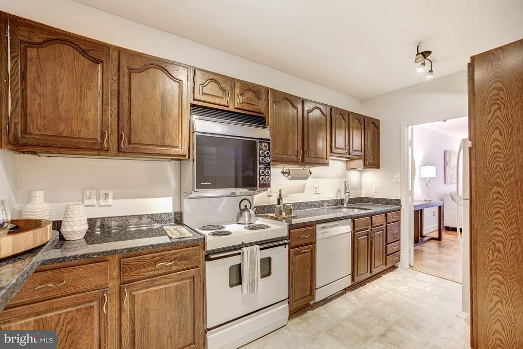 Kitchen - 3249 SUTTON PL NW #C, WASHINGTON