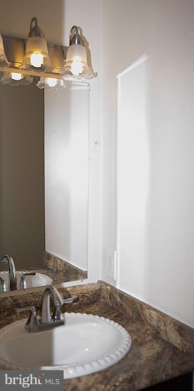 Main level bathroom - 5109 TODDSBURY PL, DISTRICT HEIGHTS