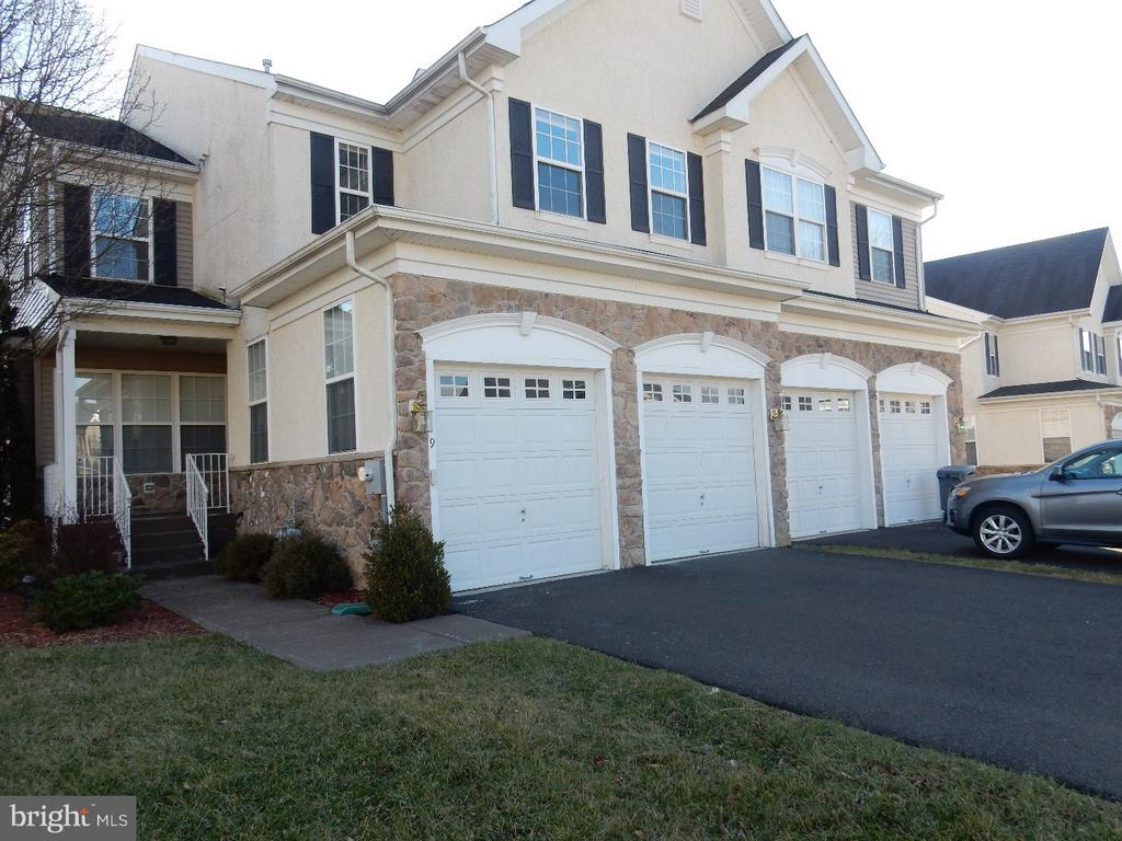 9  VALLEY VIEW DRIVE, Yardley, Pennsylvania