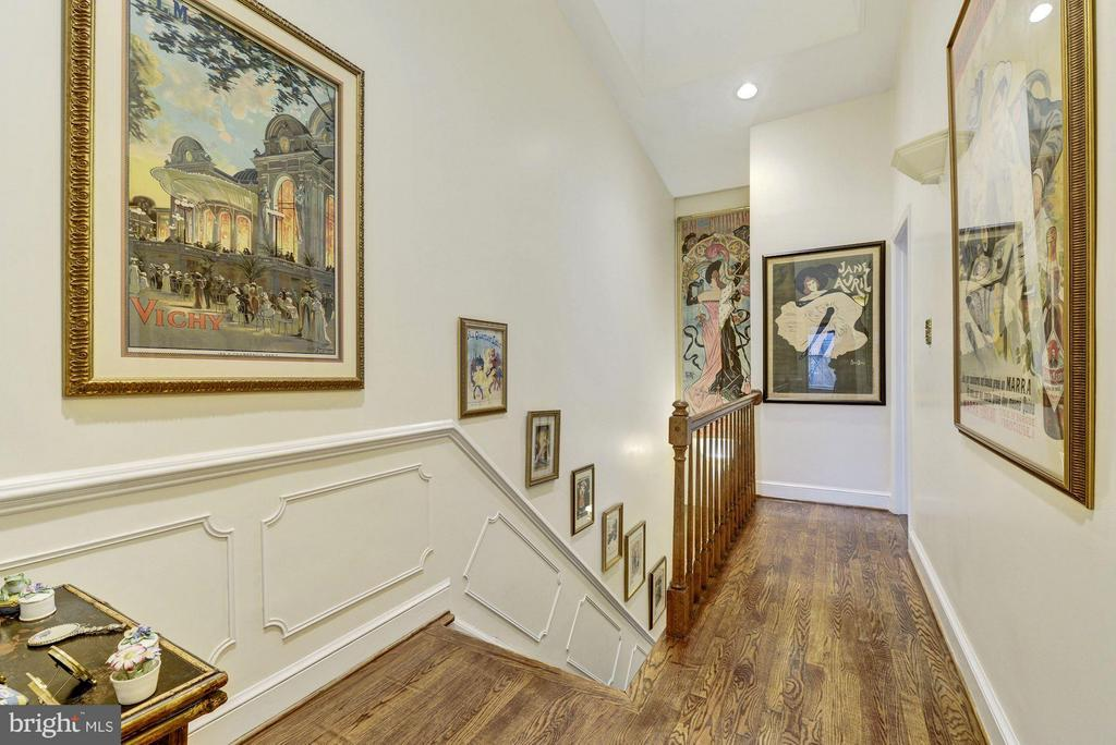 Tons of natural light throughout (upstairs hallway - 3600 RESERVOIR RD NW, WASHINGTON