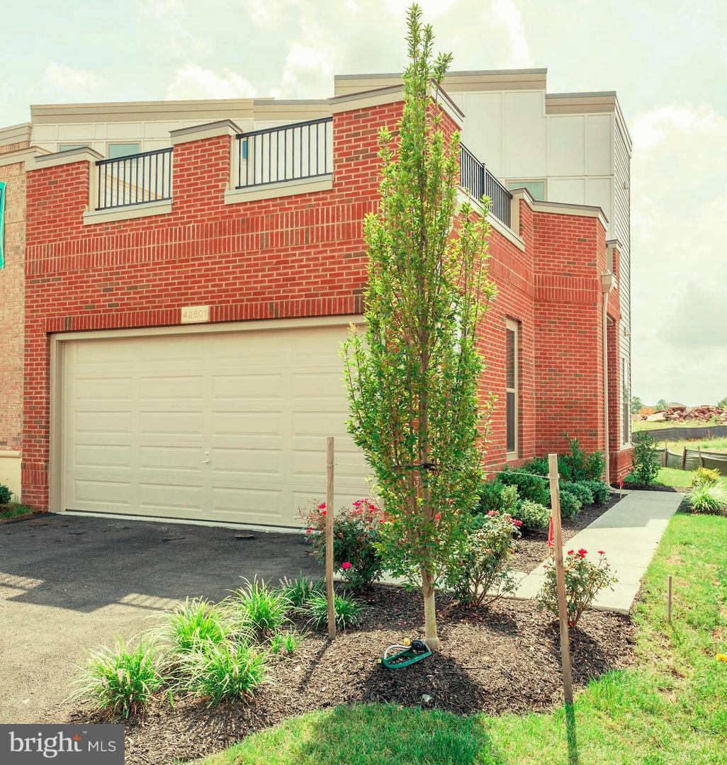 Single Family for Sale at 6 Cumulus Ter Ashburn, Virginia 20148 United States