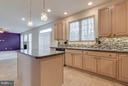 Under cabinet lighting and pendent lighting - 15004 LUTZ CT, WOODBRIDGE
