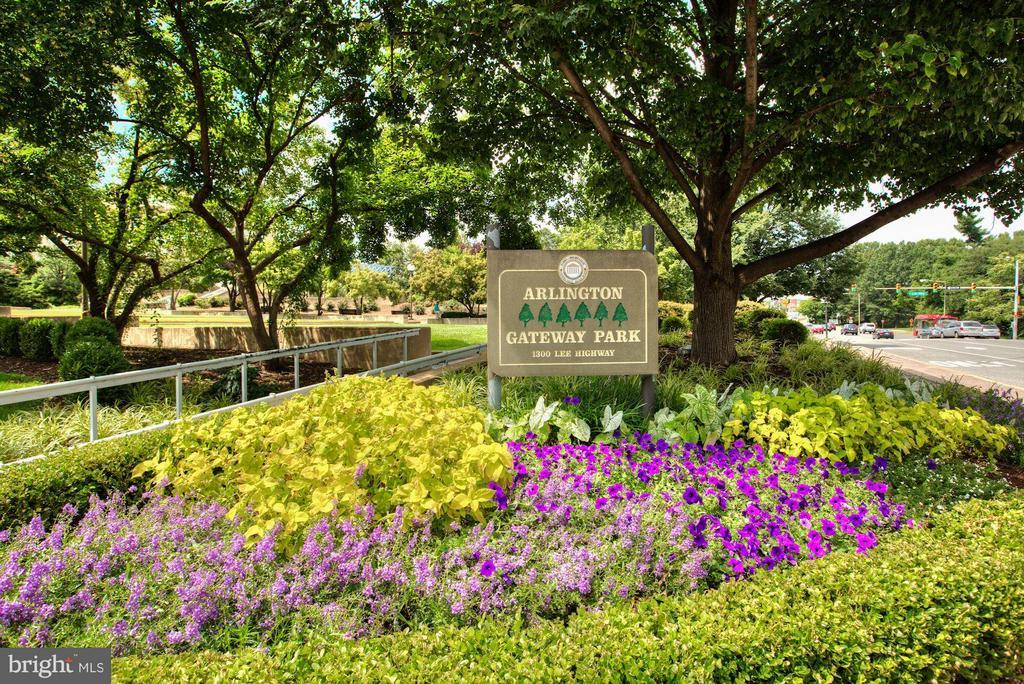 Gateway Park - 1600 N OAK ST #927, ARLINGTON