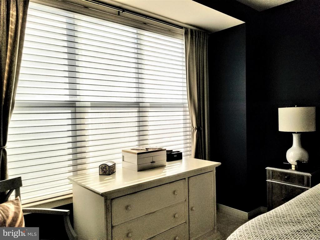 MASTER BEDROOM W/CUSTOM WINDOW TREATMENTS - 3007 ESKRIDGE RD, FAIRFAX