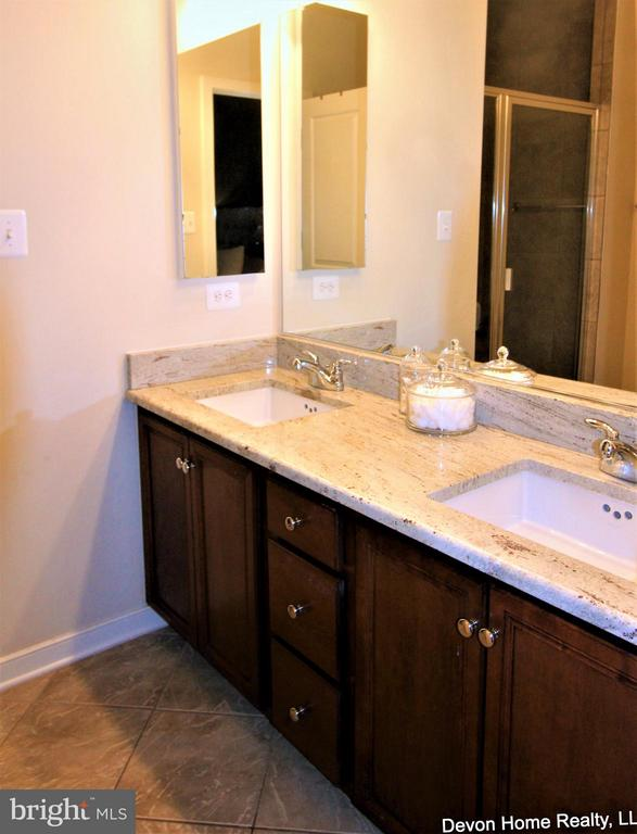 MASTER BA FEATURES DOUBLE BOWL VANITY, TILE FLOOR - 3007 ESKRIDGE RD, FAIRFAX