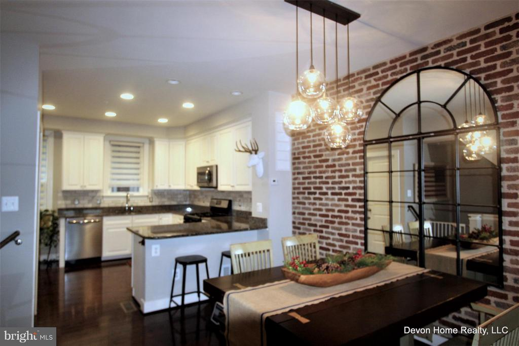 DINING ROOM  W/PENDANT LIGHTING & VIEW OF KITCHEN - 3007 ESKRIDGE RD, FAIRFAX