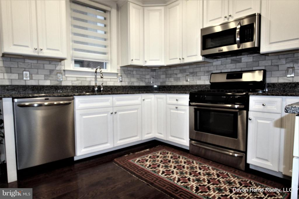 ABUNDANCE OF CABINETRY - 3007 ESKRIDGE RD, FAIRFAX