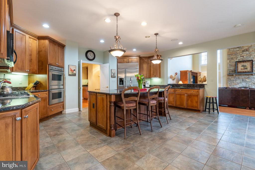 Large Open Gourmet Kitchen - 3013 ROSE CREEK CT, OAKTON