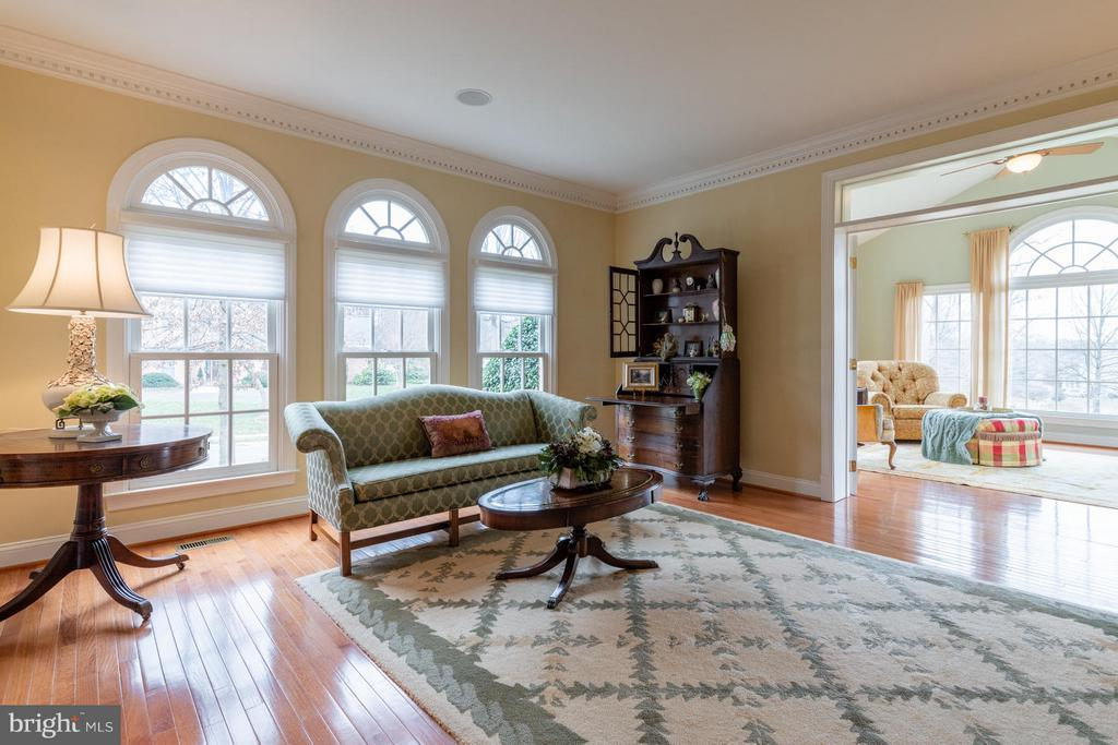Living Room Opens to Sunroom - 3013 ROSE CREEK CT, OAKTON